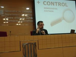 El ponent, Antoni Gutiérrez-Rubí, en un moment de la sessió